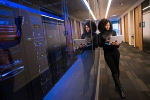 Apa Itu Ruang Server? Enam Langkah Mengatur Ruang Server untuk Usaha Anda
